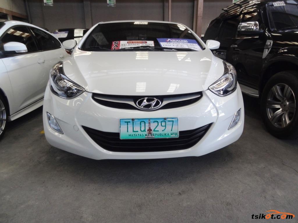 Hyundai Elantra 2012   1