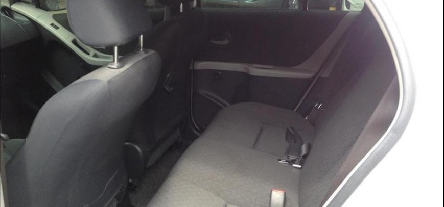 Toyota Yaris 2012 - 5