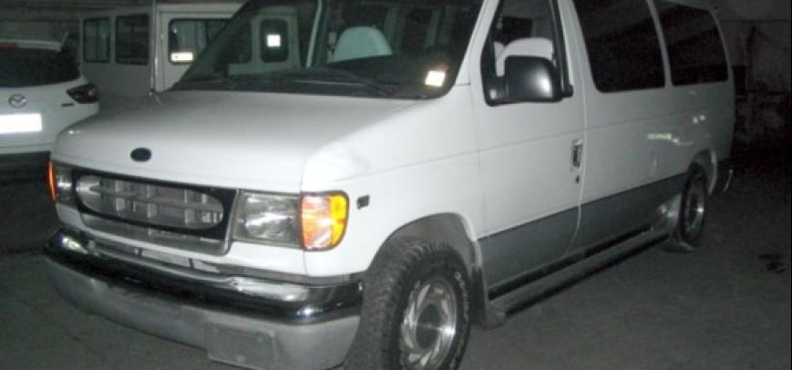 Ford Clubwagon 2000 - 10