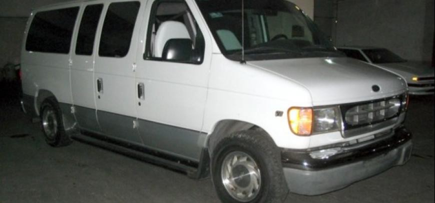 Ford Clubwagon 2000 - 9