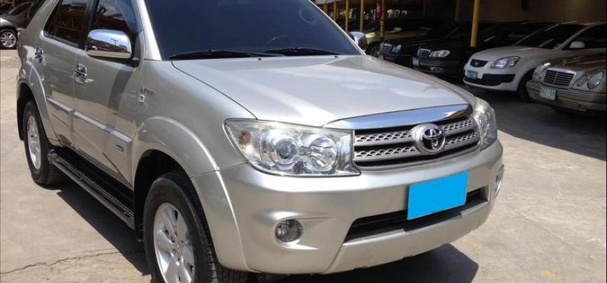 Toyota Fortuner 2010 - 3