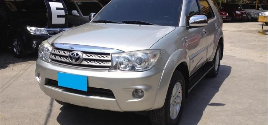 Toyota Fortuner 2010 - 6