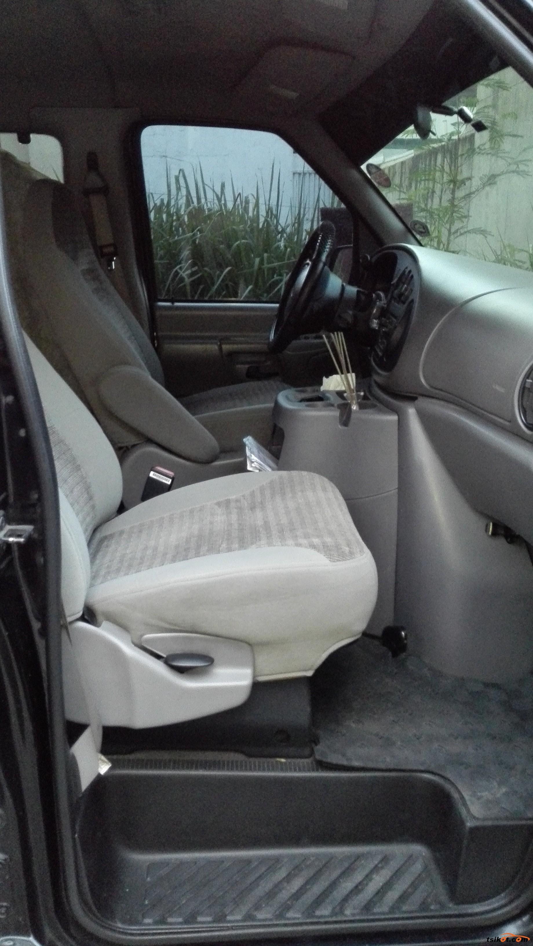 Ford E-150 2000 - 7