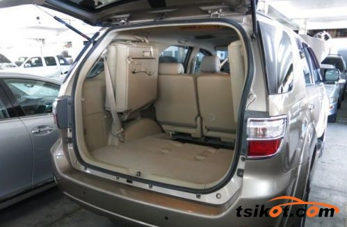 Toyota Fortuner 2009 - 7