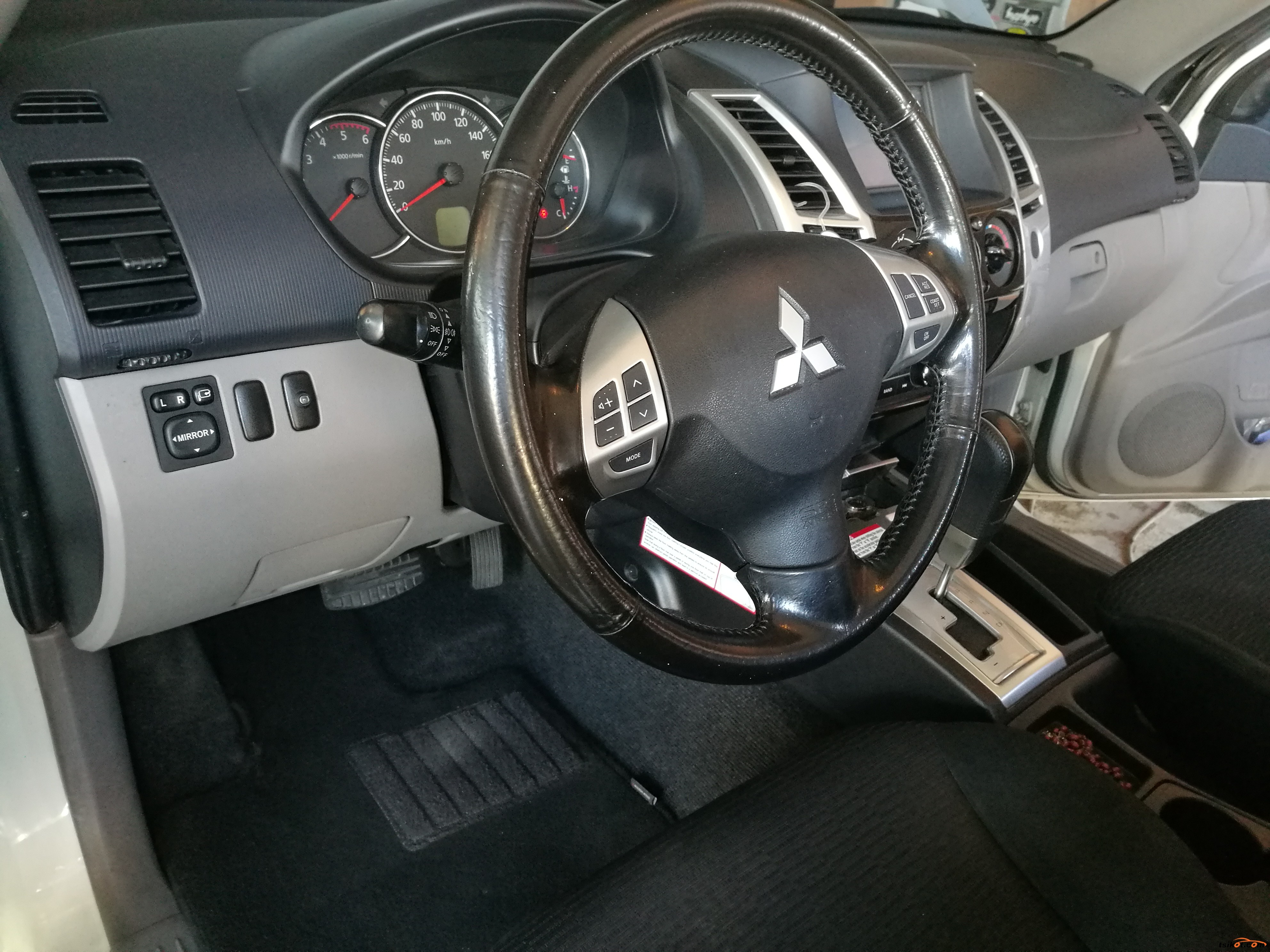 Mitsubishi Montero 2012 - 4