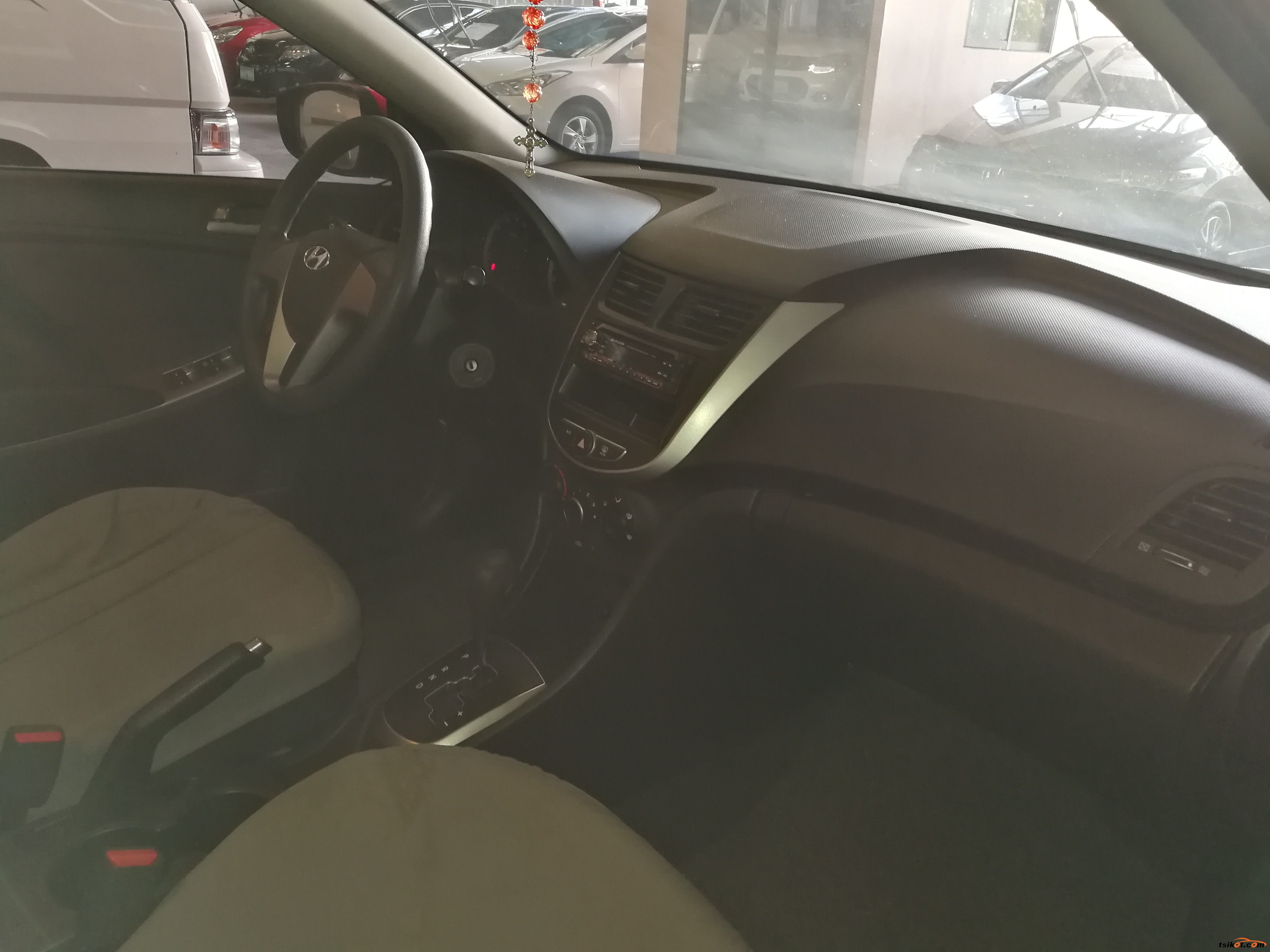 Hyundai Accent 2015 - 9