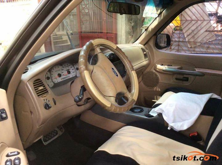 Ford Explorer 2002 - 4