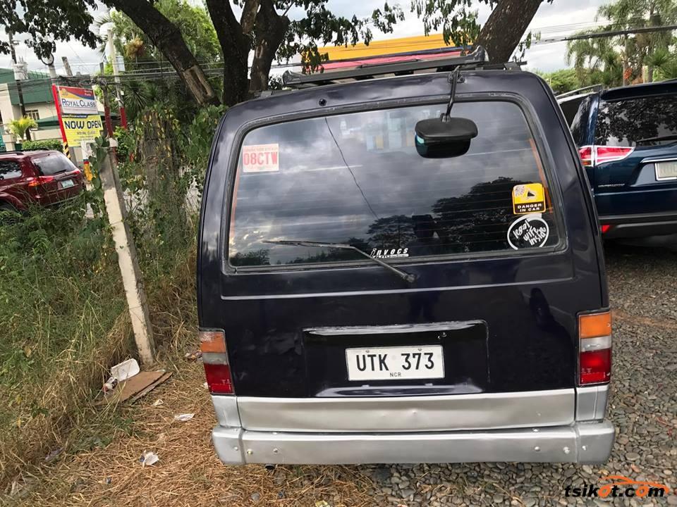 Nissan Urvan 1990 - 3