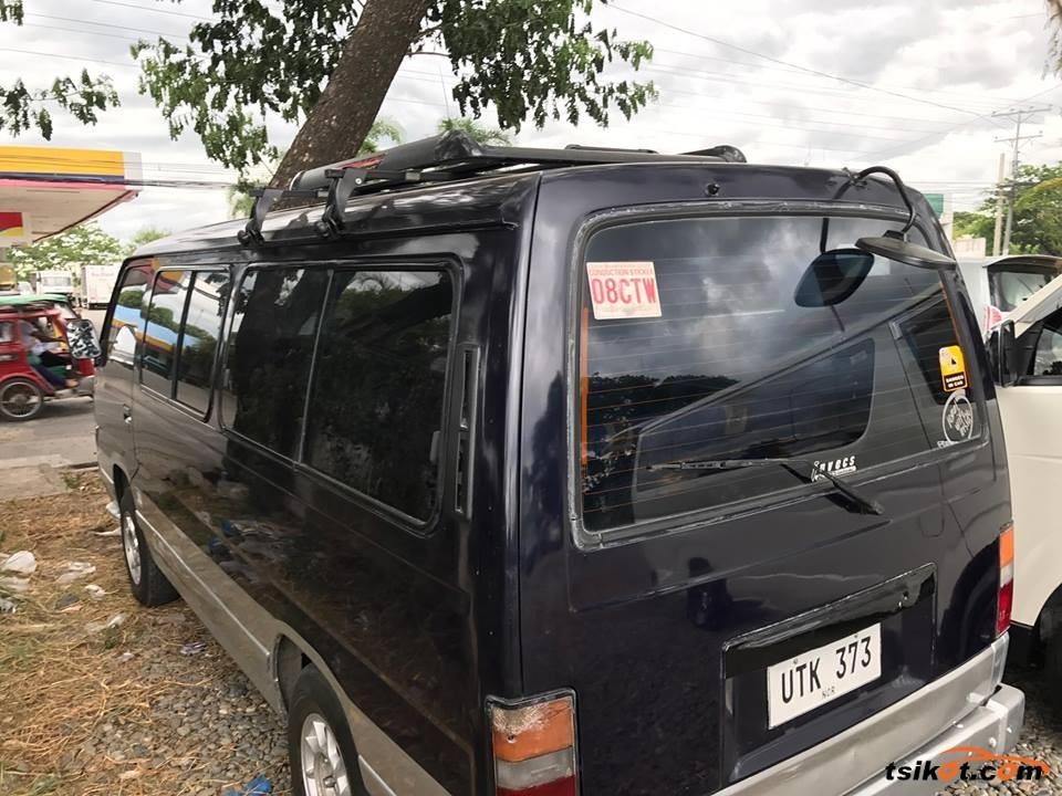 Nissan Urvan 1990 - 4