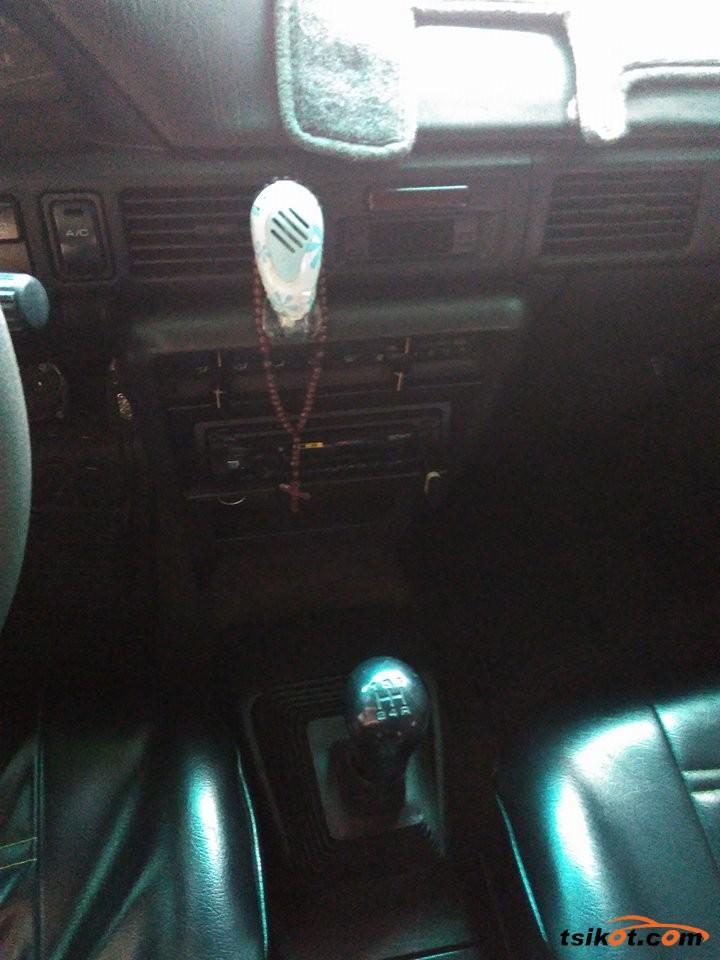 Mazda 323 1997 - 8