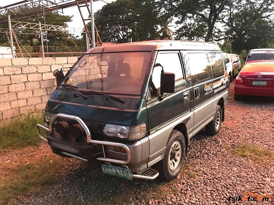 Mitsubishi Delica Space Gear 2000 - 5