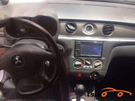Mitsubishi Outlander 2004 - 4