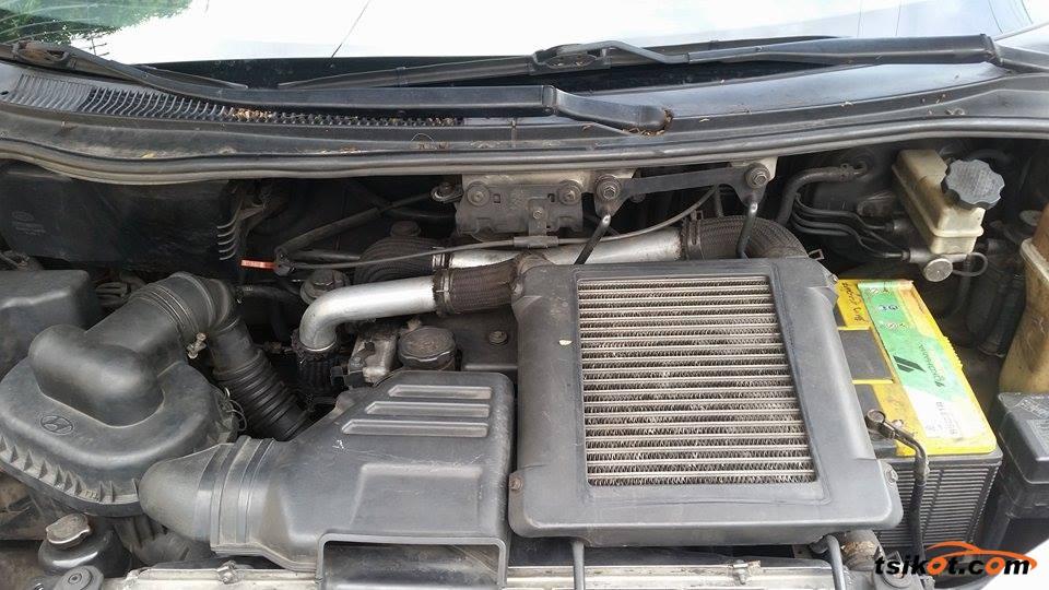 Hyundai Starex 2002 - 3