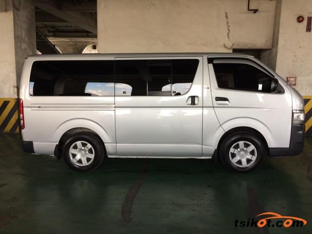 Toyota Hi-Ace 2010 - 3