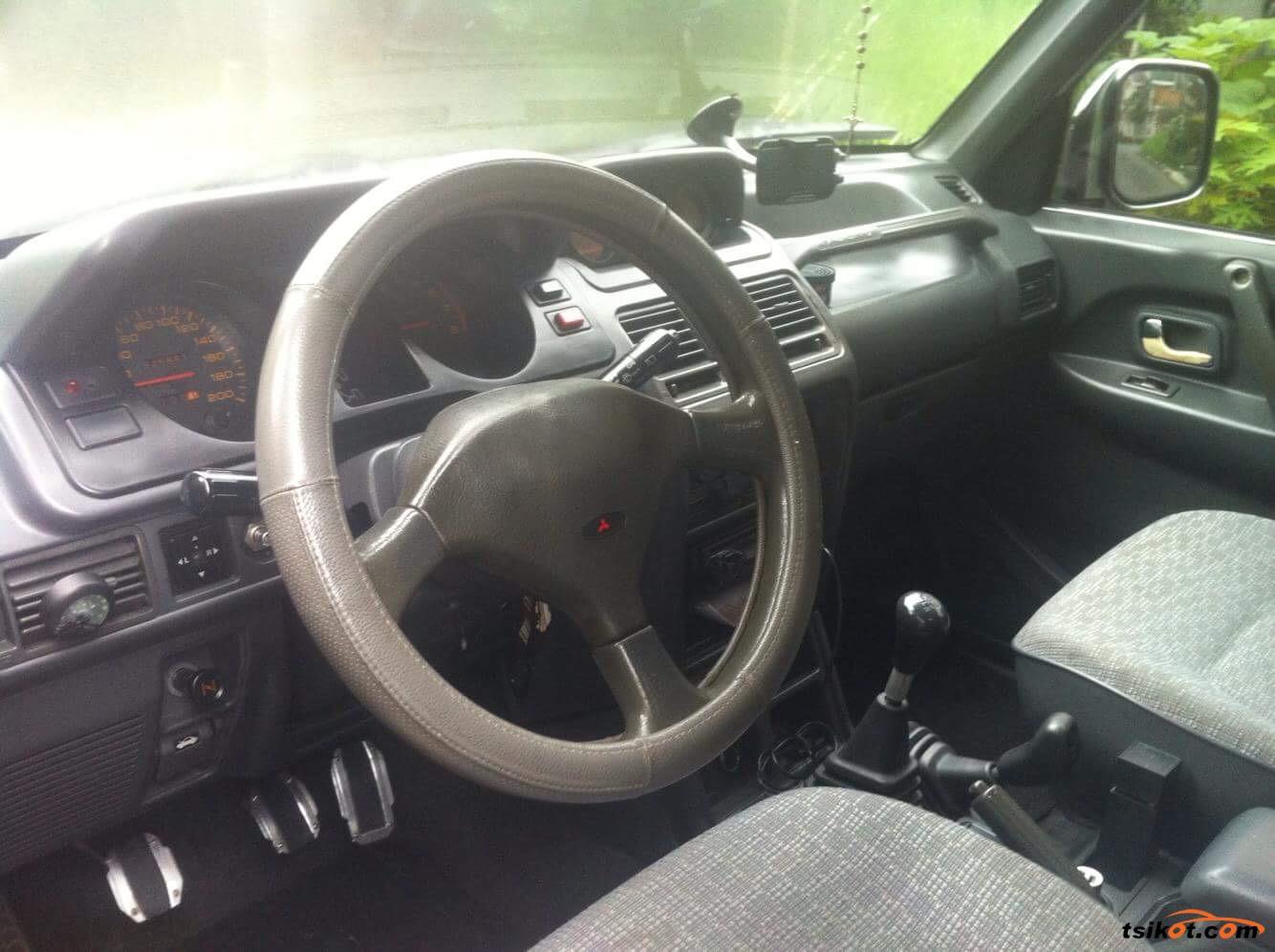 Mitsubishi Pajero 1994 - 9