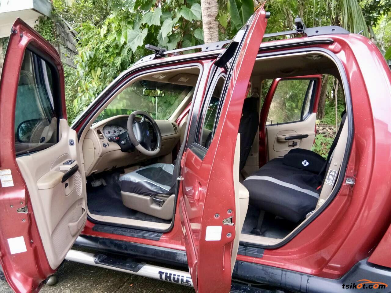 Ford Explorer 2003 - 7