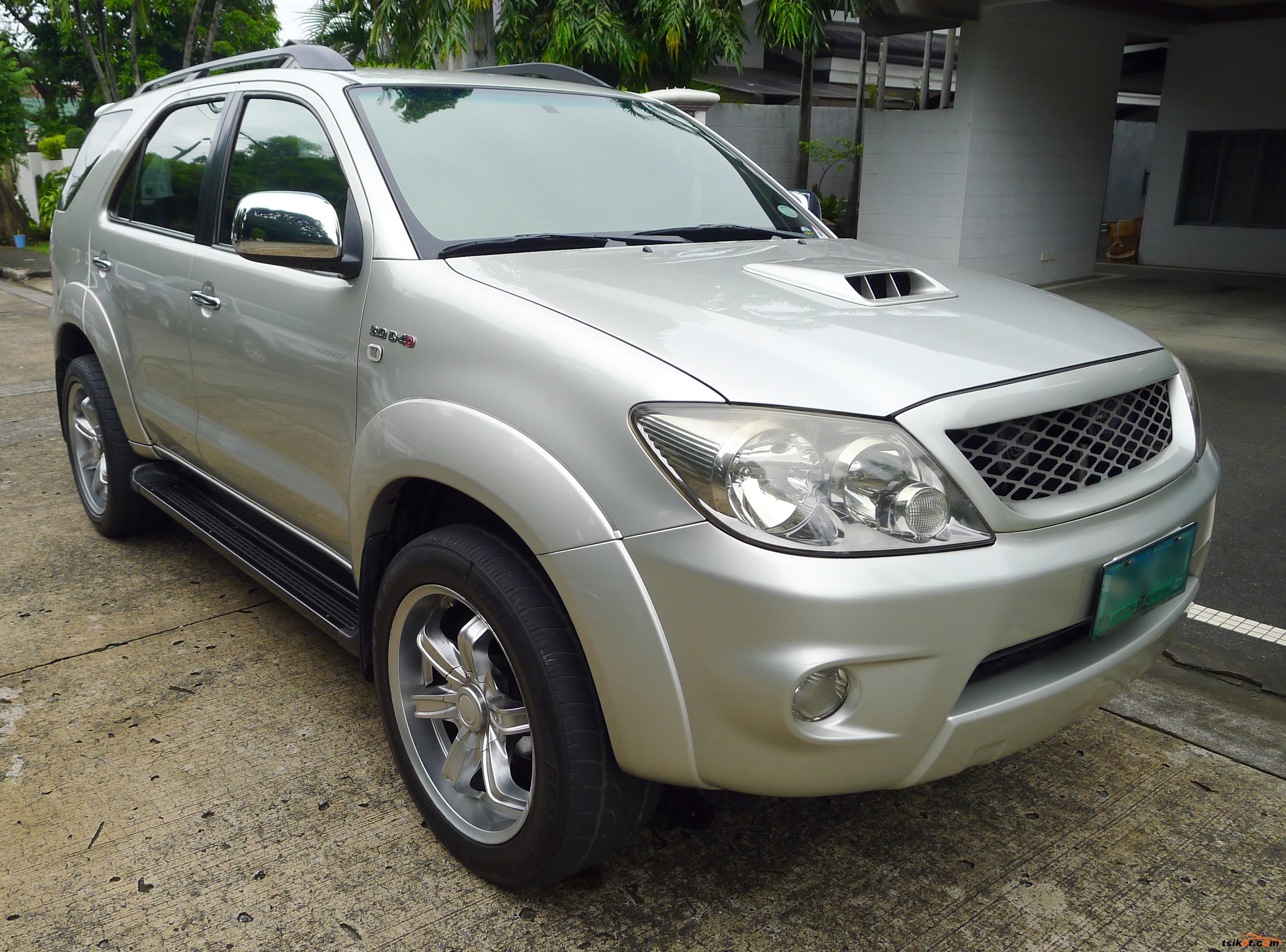 Toyota Fortuner 2005 - Car for Sale Metro Manila