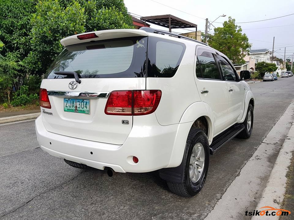 Toyota Fortuner 2007 - 9