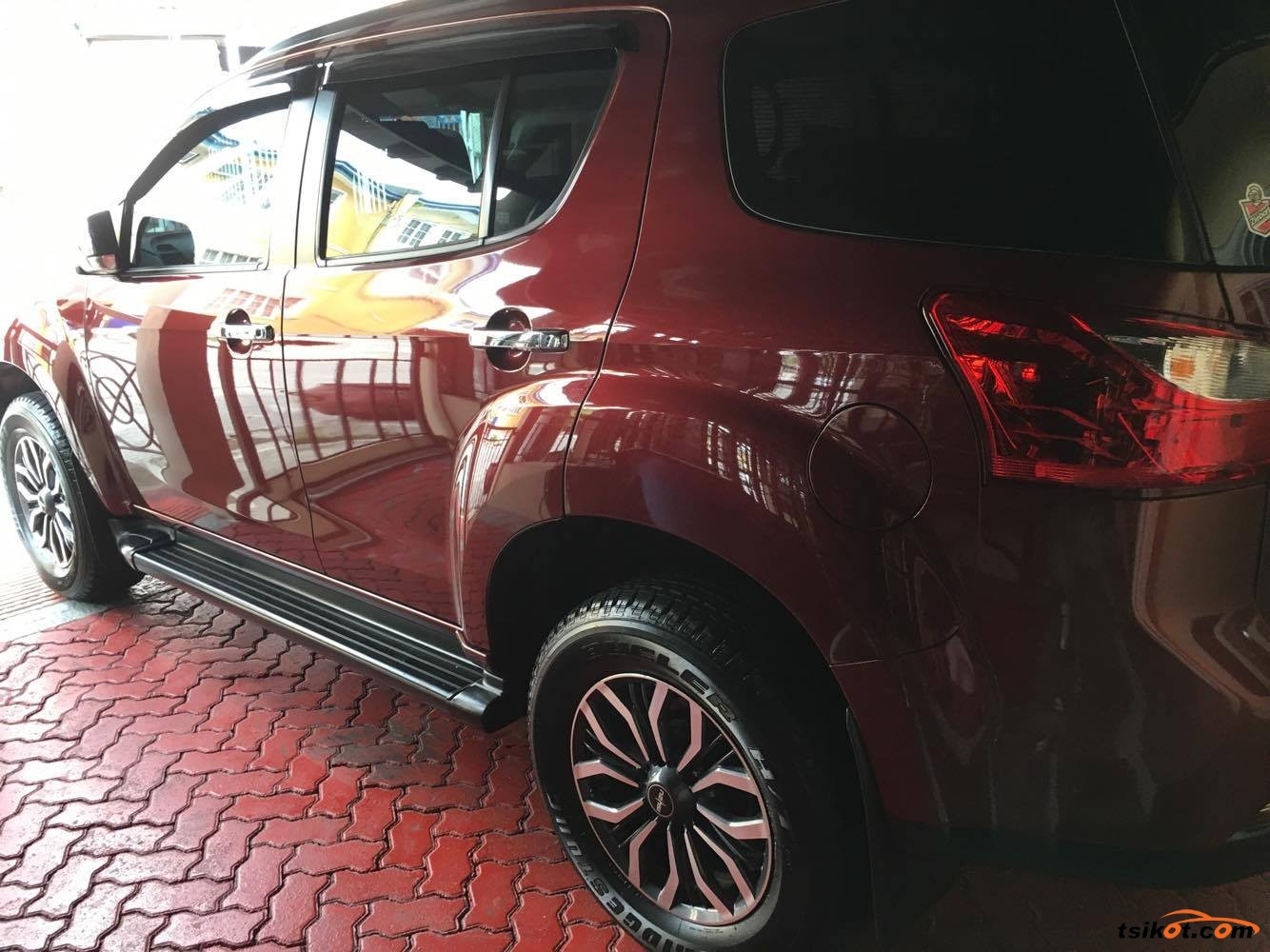 Isuzu Mu-X 2017 - 7