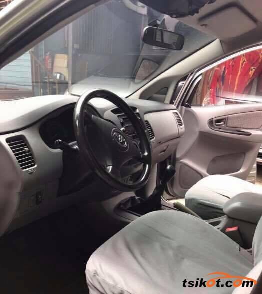 Toyota Innova 2007 - 8