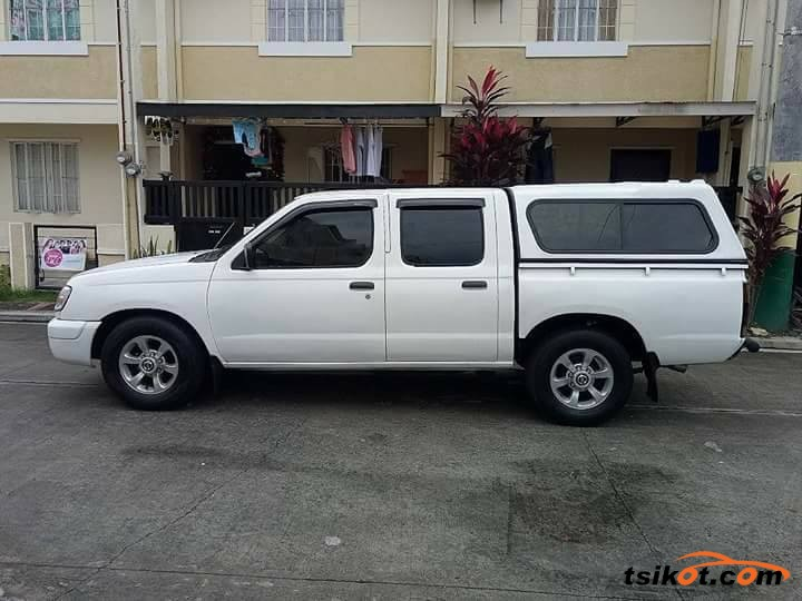 Nissan Frontier 2001 - 4