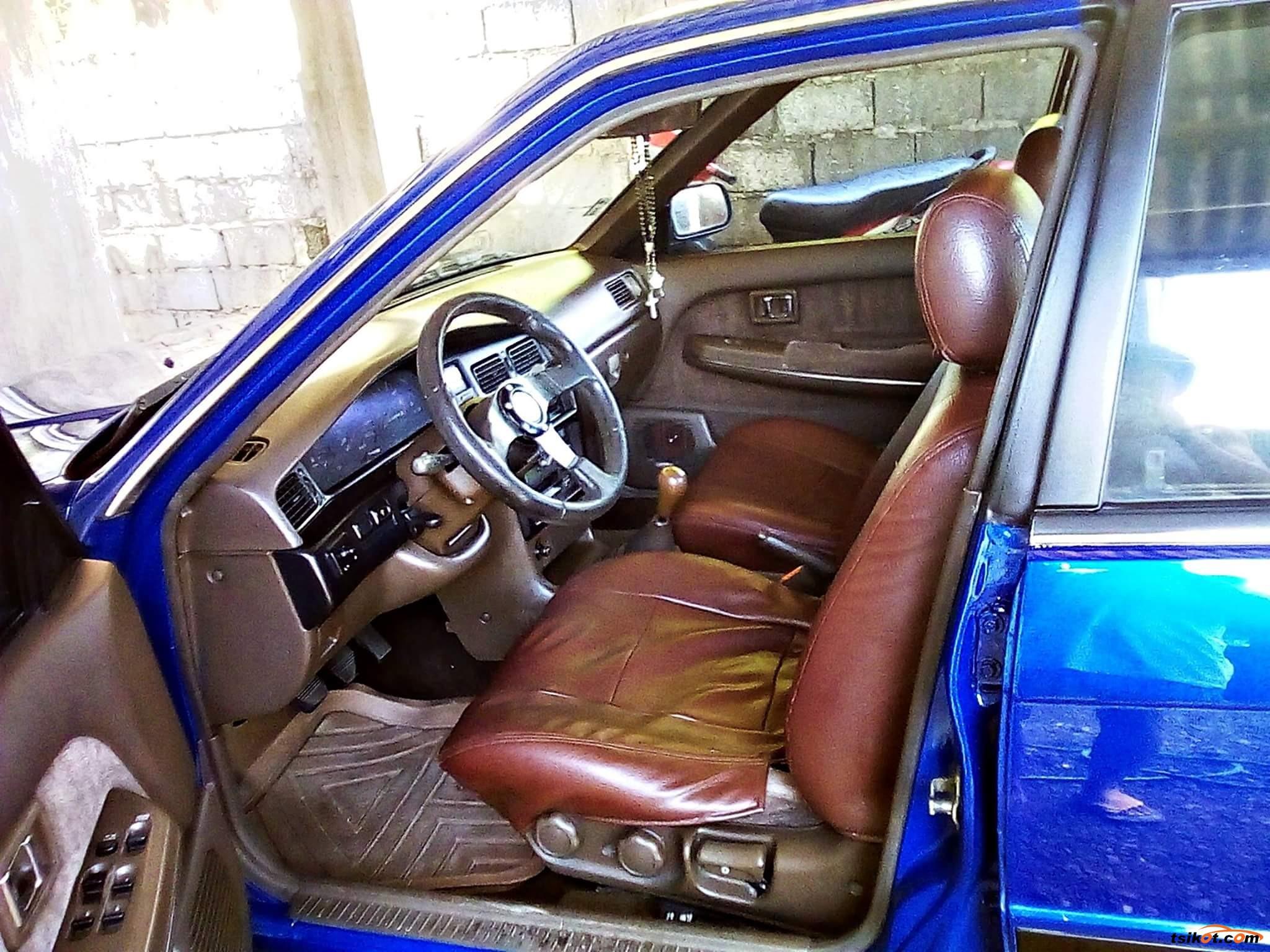Nissan Bluebird 1990 - 7