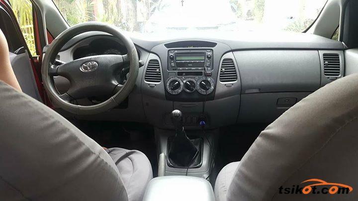 Toyota Innova 2010 - 5