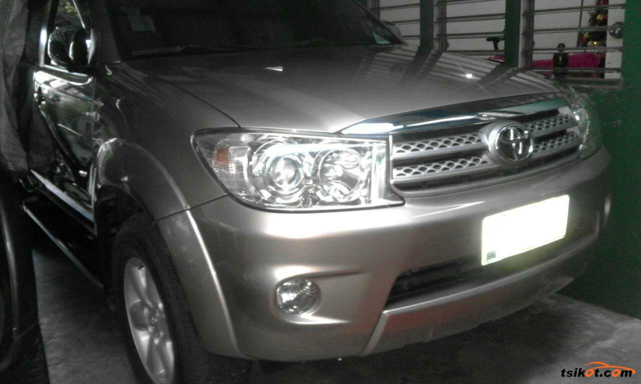 Toyota Fortuner 2011 - 8