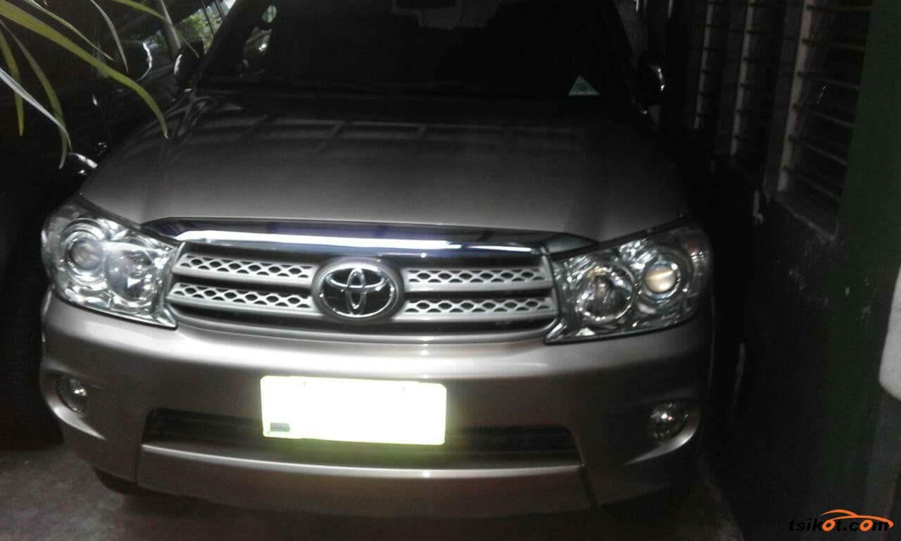 Toyota Fortuner 2011 - 9