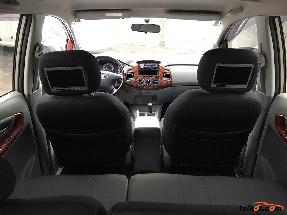 Toyota Innova 2011 - 10