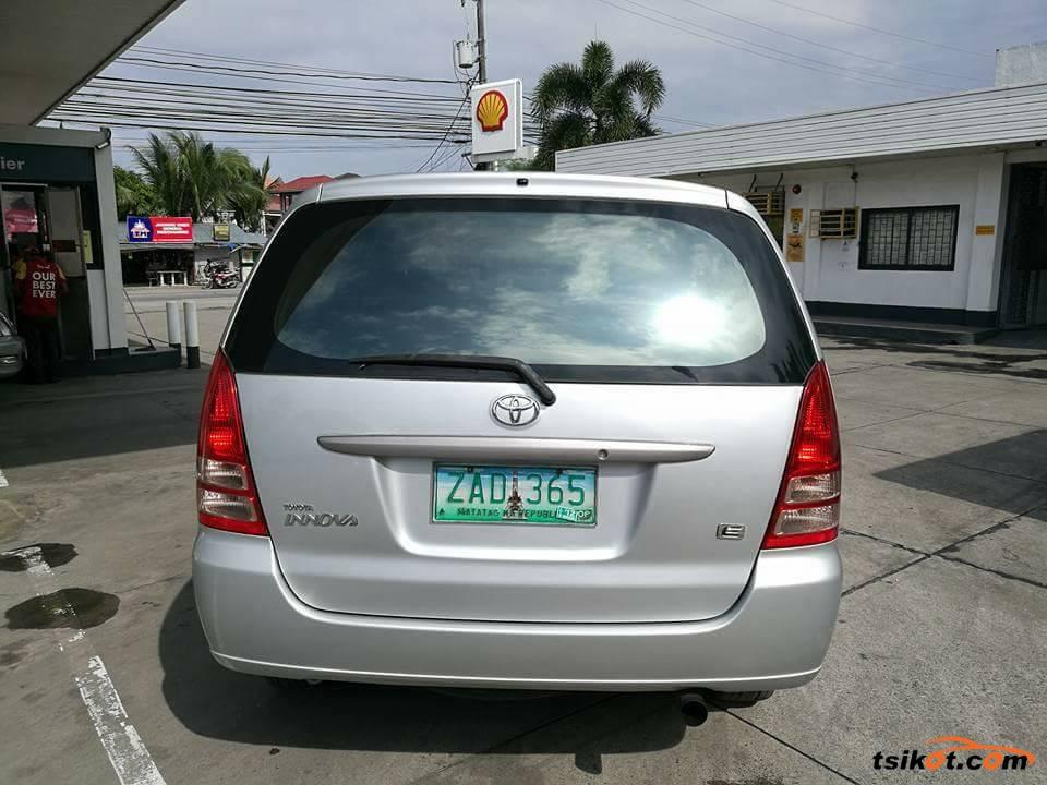 Toyota Innova 2005 - 5