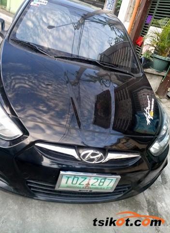 Hyundai Accent 2012 - 10