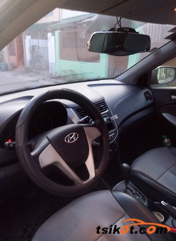 Hyundai Accent 2012 - 8