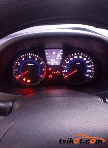 Hyundai Accent 2012 - 9