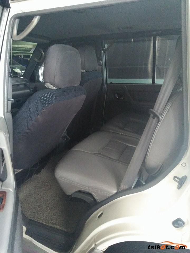 Mitsubishi Pajero 2000 - 3