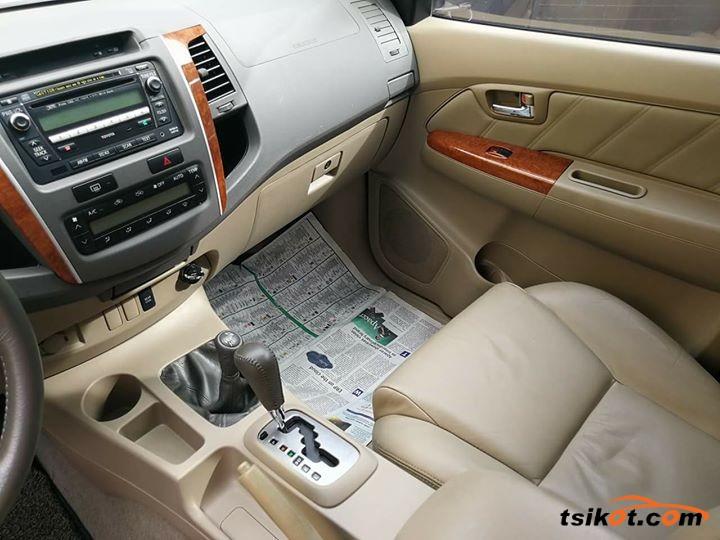 Toyota Fortuner 2009 - 8