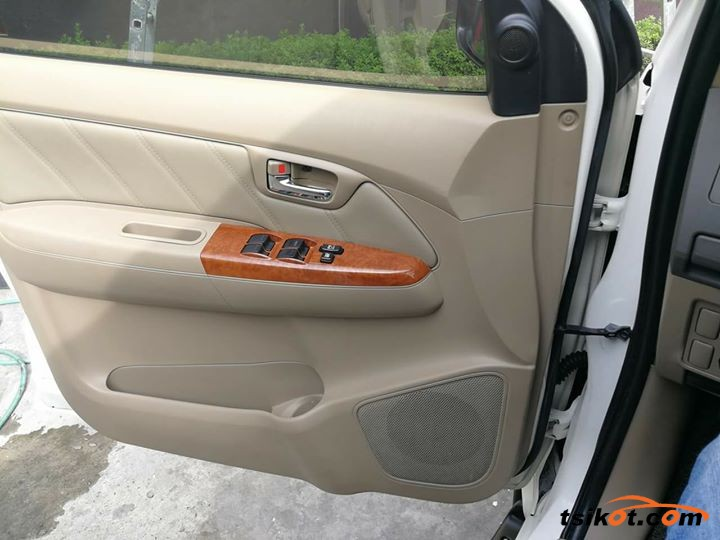 Toyota Fortuner 2009 - 9