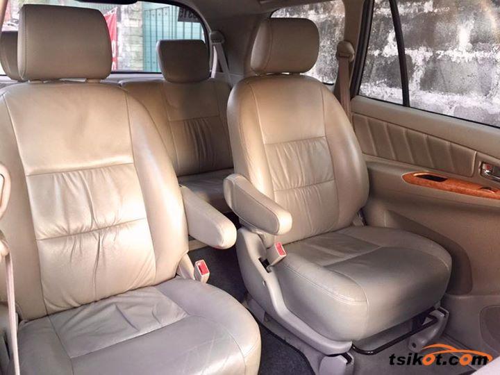Toyota Innova 2010 - 8