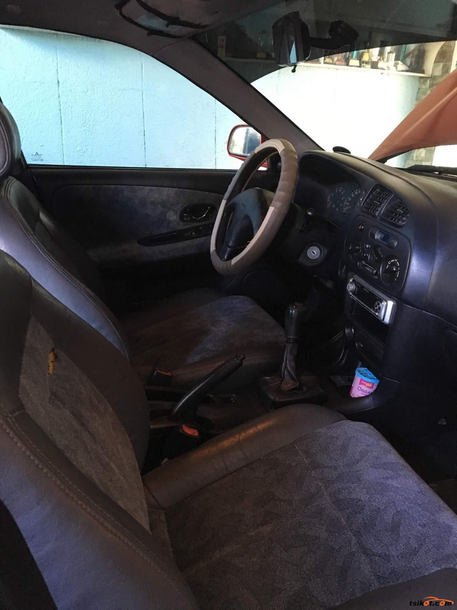 Mitsubishi Lancer 2002 - 4