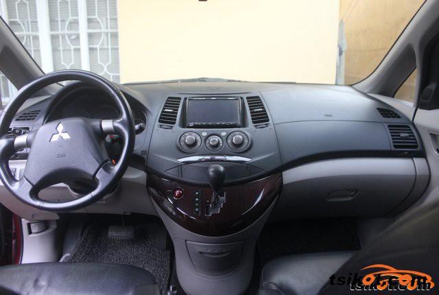 Mitsubishi Grandis 2008 - 3
