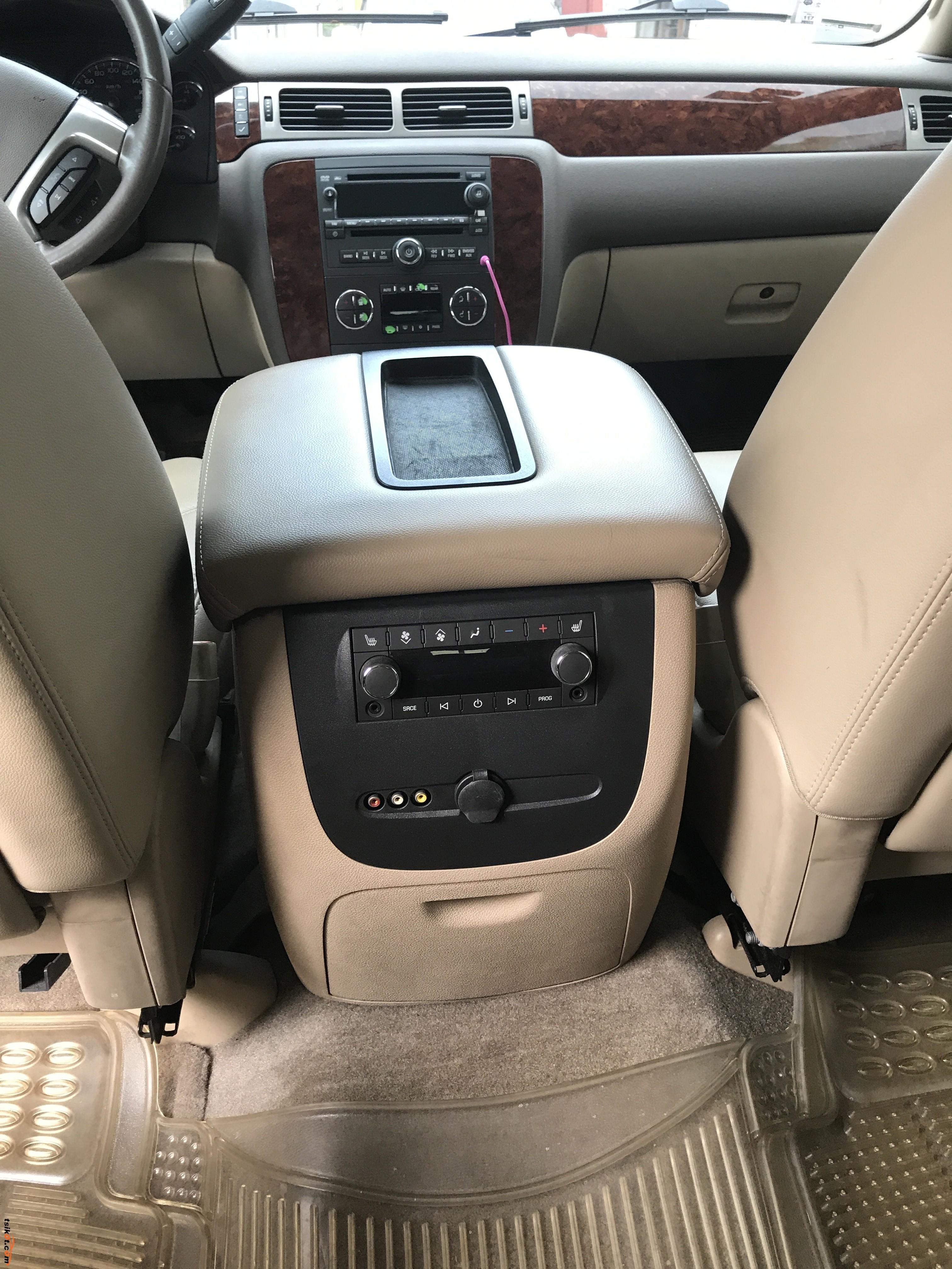 Chevrolet Suburban 2010 - 6