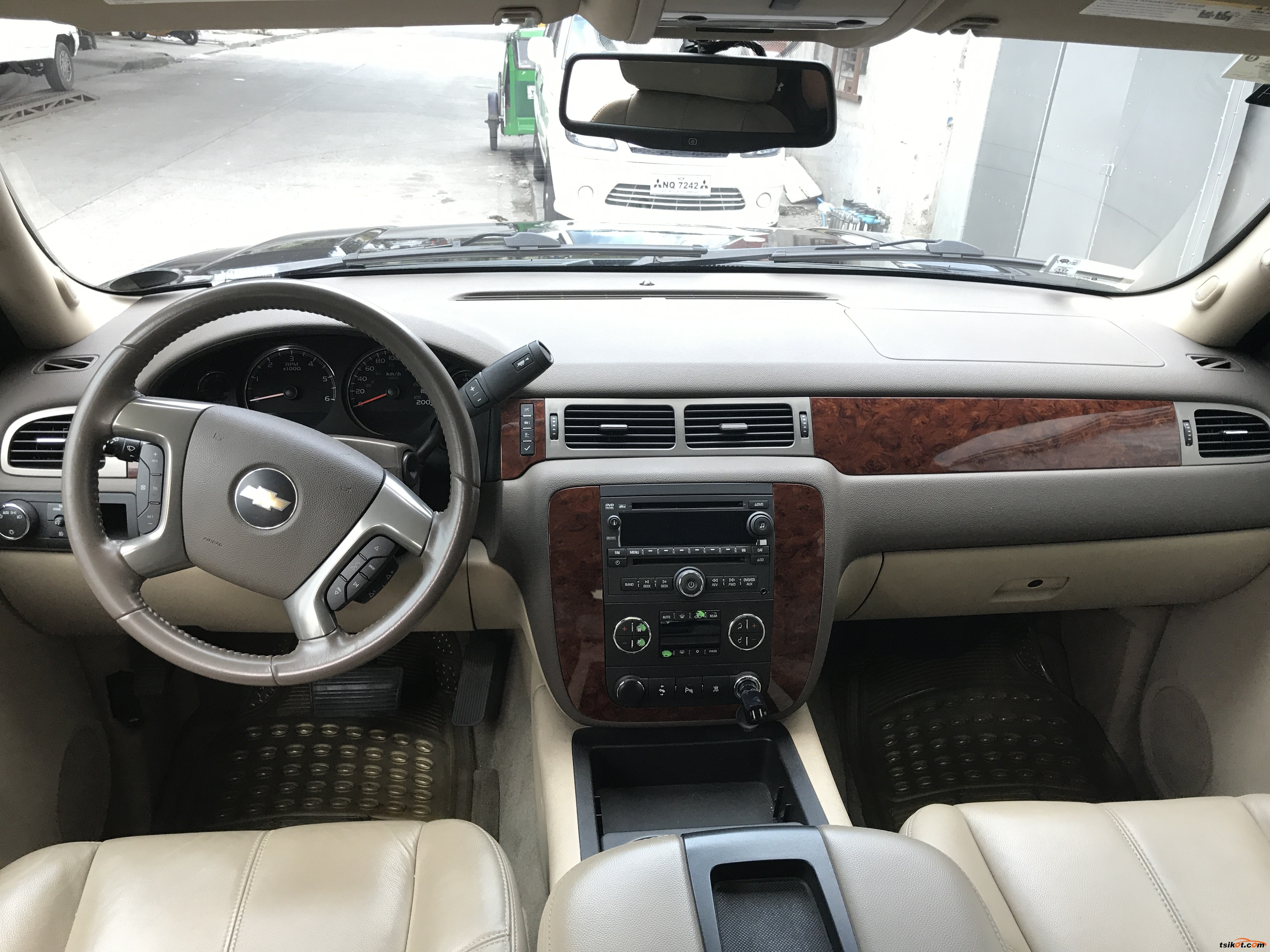 Chevrolet Suburban 2010 - 7