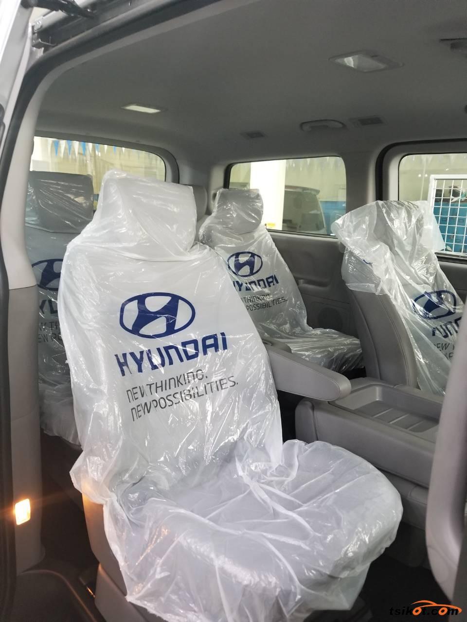 Hyundai Starex 2017 - 5