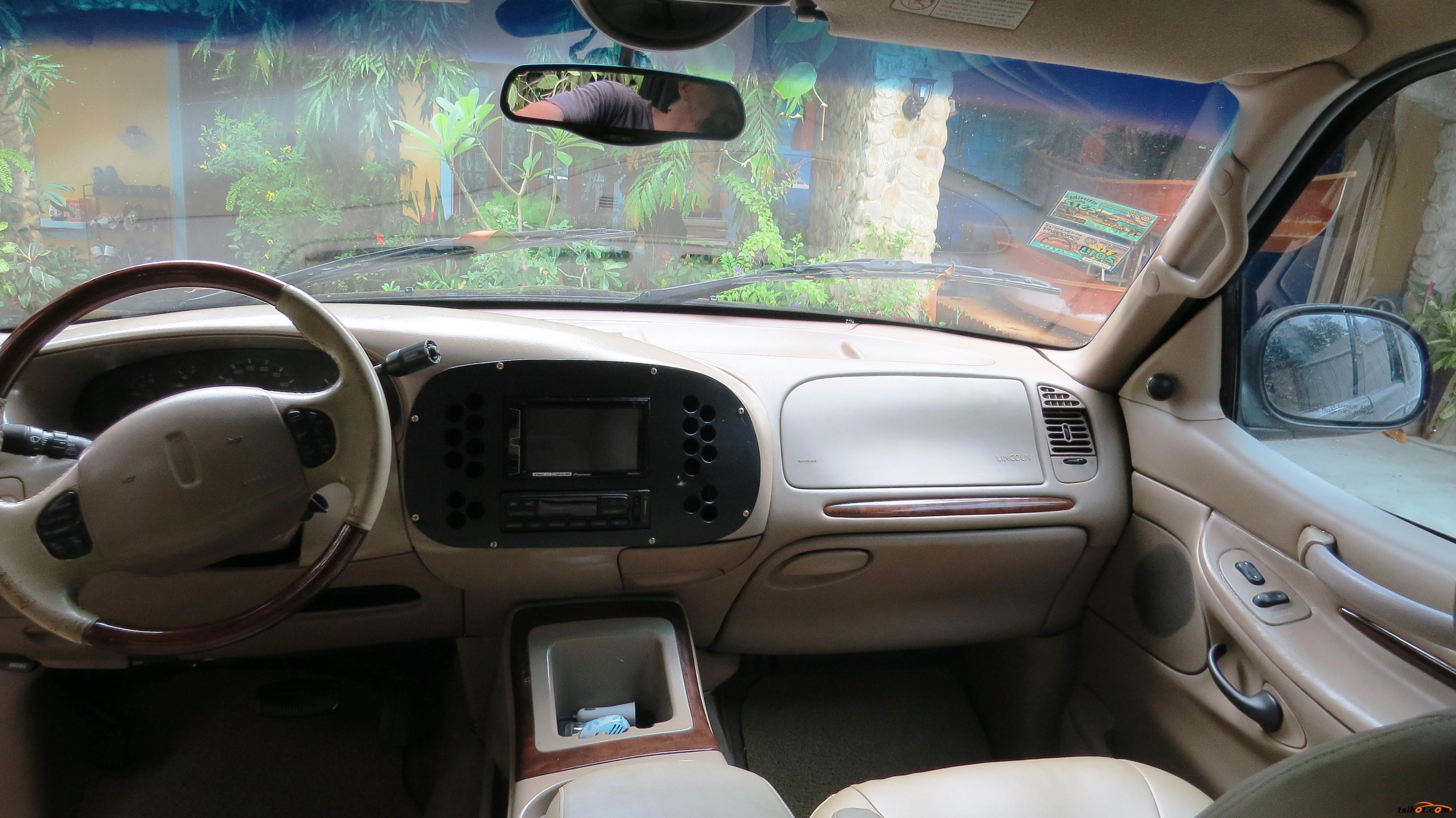 Lincoln Navigator 2001 - 7