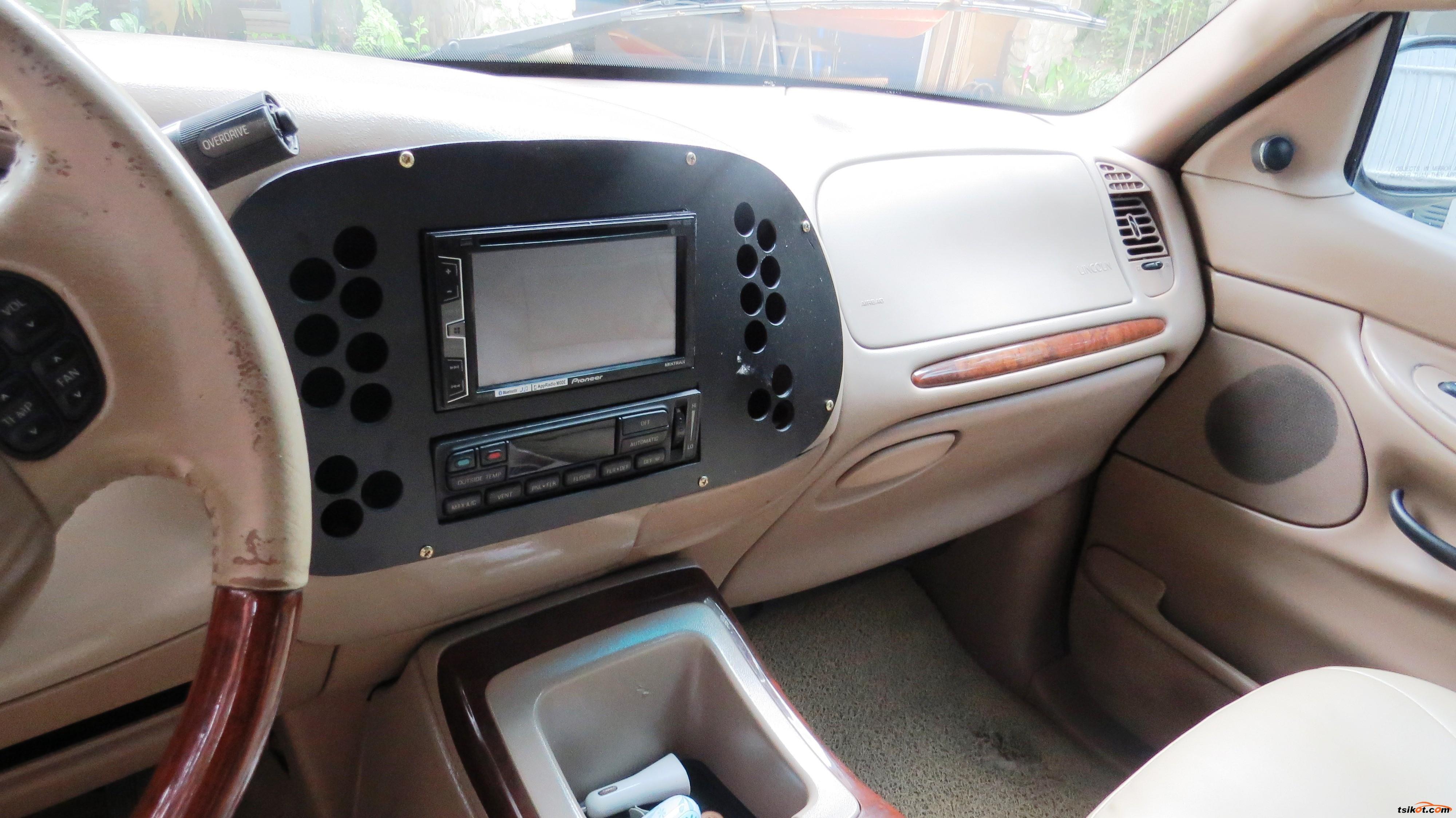 Lincoln Navigator 2001 - 8