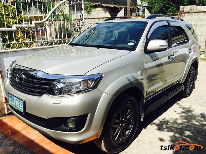 Toyota Fortuner 2012 - 5