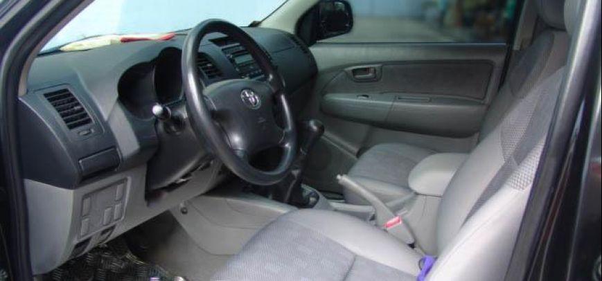 Toyota Hilux 2010 - 3