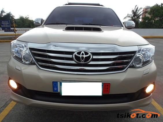 Toyota Fortuner 2013 - 2