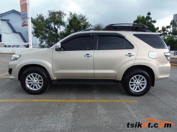 Toyota Fortuner 2013 - 6