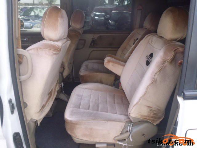 Nissan Serena 2002 - 3